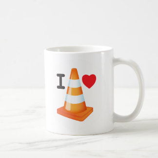 Corazón anaranjado y blanco del amor del cono del taza clásica