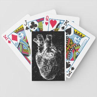 Corazón anatómico con el ojo de la cerradura cartas de juego