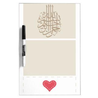Corazón árabe de la caligrafía de Bismillah del Is Pizarras Blancas