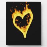 Corazón ardiente del fuego placas con foto