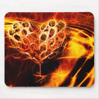 Corazón ardiente Mousepad