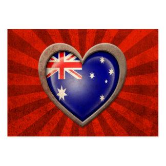 Corazón austríaco envejecido de la bandera con los tarjetas de visita grandes