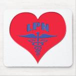 Corazón autorizado del caduceo de la enfermera LPN Alfombrillas De Ratones
