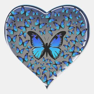 corazón azul de las mariposas pegatina en forma de corazón