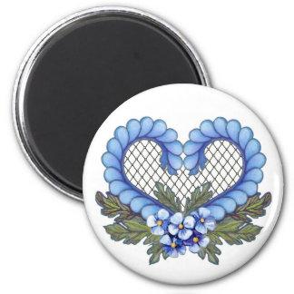 Corazón azul del pétalo con la malla imán redondo 5 cm