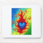 Corazón azul llameante alfombrilla de raton