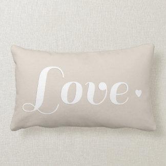 Corazón beige de lino del amor almohadas