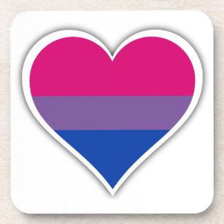 Corazón bisexual de la bandera posavasos de bebida