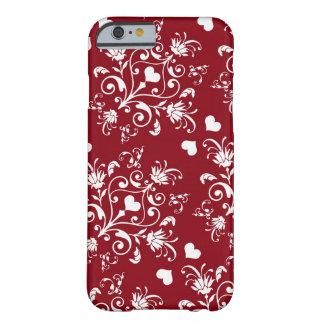 corazón blanco en el damasco romántico rojo del funda de iPhone 6 barely there
