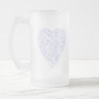 Corazón blanco y azul claro. Diseño modelado del Taza De Cristal
