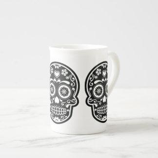 Corazón blanco y negro del cráneo del azúcar taza de porcelana