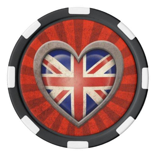 Corazón británico envejecido de la bandera con los juego de fichas de póquer