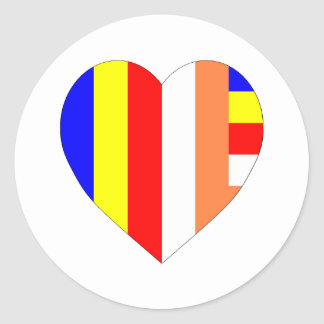 Corazón budista de la bandera pegatina redonda