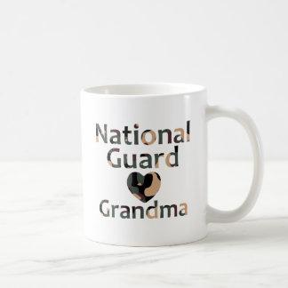 Corazón Camo de la abuela del Guardia Nacional Tazas De Café