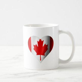 Corazón canadiense de la bandera taza básica blanca