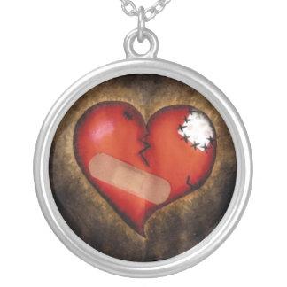 Corazón-collar quebrado de la reparación