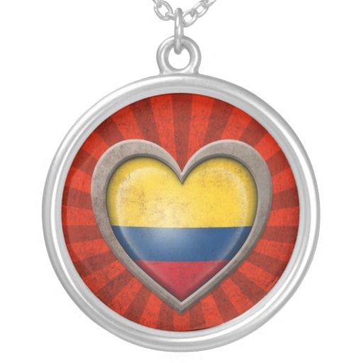 Corazón colombiano envejecido de la bandera con lo grimpolas