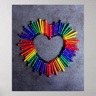 Corazón colorido del creyón posters
