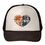 Corazón colorido del edredón de remiendo gorras