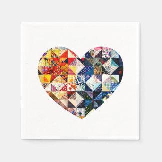 Corazón colorido del edredón de remiendo servilleta de papel