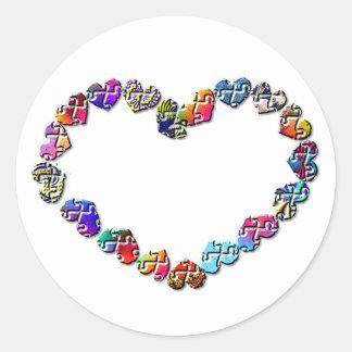 Corazón colorido del Puzzler Etiquetas Redondas