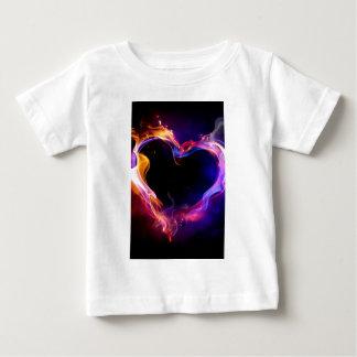Corazón colorido inflamable playera de bebé