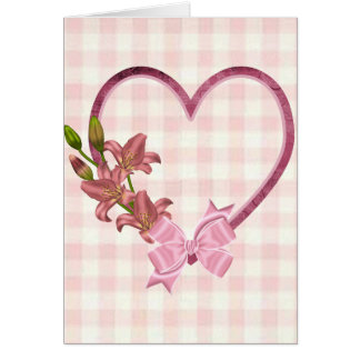 Corazón con el arreglo floral tarjeta de felicitación