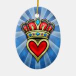 Corazón con la corona ornamente de reyes