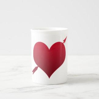 corazón con la taza de la porcelana de hueso de la taza de porcelana