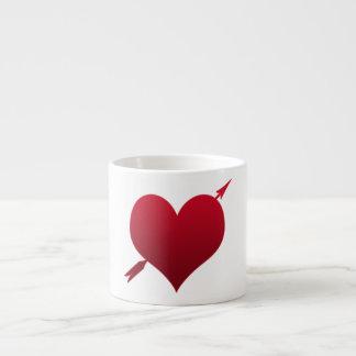 corazón con la taza del café express de la flecha taza espresso