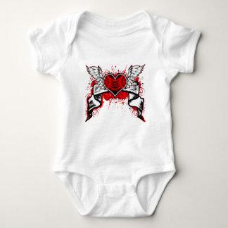 Corazón con las alas body para bebé