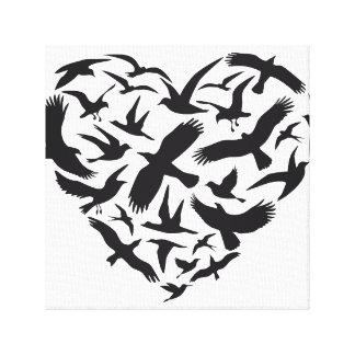 Corazón con los pájaros de vuelo lona envuelta para galerías