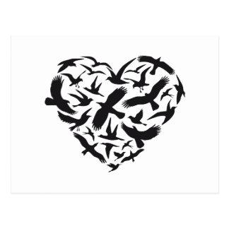 Corazón con los pájaros de vuelo tarjetas postales