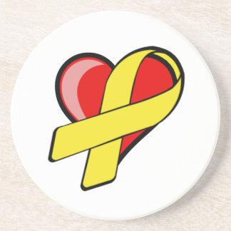 Corazón con los prácticos de costa amarillos de la posavasos manualidades