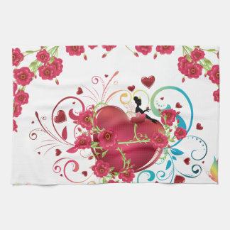 Corazón con los rosas 2 toalla