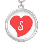 Corazón con monograma rojo Curvy Collar Personalizado