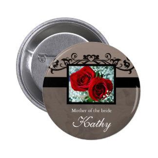 Corazón conocido de los rosas rojos del botón de l pin
