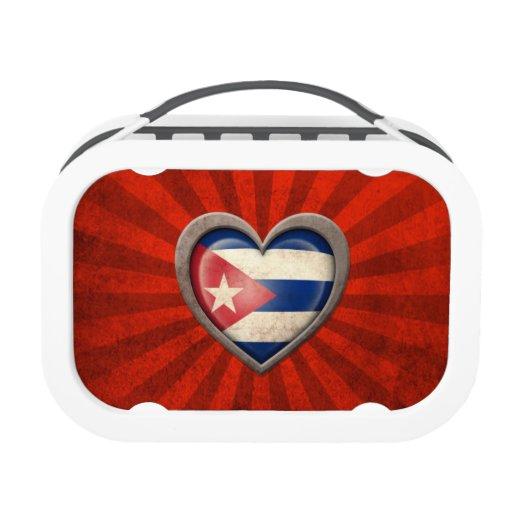 Corazón cubano envejecido de la bandera con los ra
