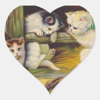 Corazón curioso del gato de los gatitos de la pegatina en forma de corazón