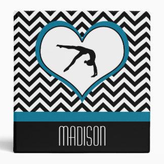 """Corazón de Chevron de la gimnasia con el monograma Carpeta 1 1/2"""""""