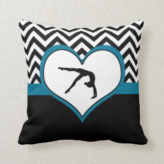 Corazón de Chevron de la gimnasia con el monograma Cojín