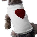 Corazón de color rojo oscuro. Diseño modelado del  Camisa De Mascota