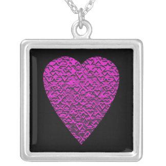 Corazón de color rosa oscuro. Diseño modelado del  Colgante Cuadrado