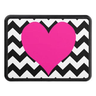Corazón de color rosa oscuro en zigzag blanco y tapas de remolque