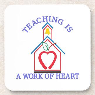 Corazón de enseñanza posavaso