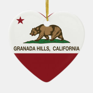 corazón de Granada Hills de la bandera de Californ Ornamento Para Arbol De Navidad