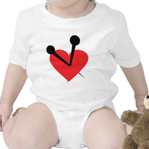 Corazón de la aguja trajes de bebé