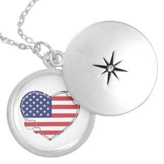 Corazón de la bandera americana collar plateado