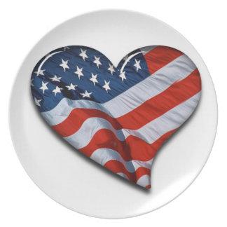 Corazón de la bandera americana platos para fiestas