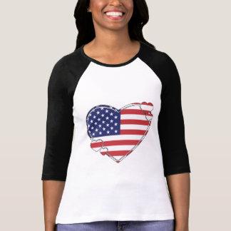 Corazón de la bandera americana playeras
